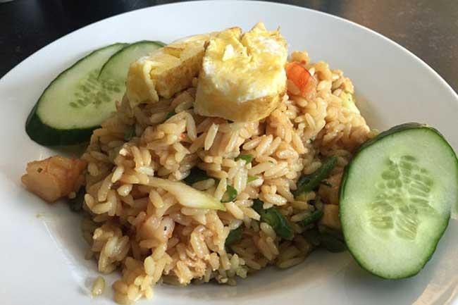 برنج سرخ شده با سبزیجات