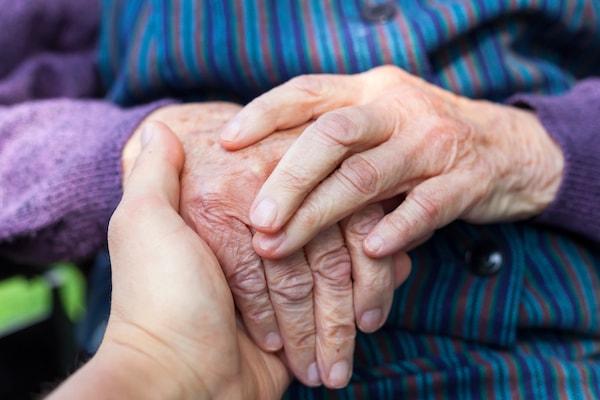 نشانه های آلزایمر چیست؟ دلایل ایجاد، تشخیص، درمان و راه های پیشگیری از آلزایمر