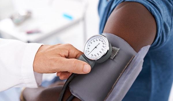 فشار خون بالا چیست؟ علائم، دلایل، تشخیص، درمان و پیشگیری