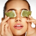 قرار دادن چای کیسه ای بر روی چشم ها چه مزایایی دارد؟