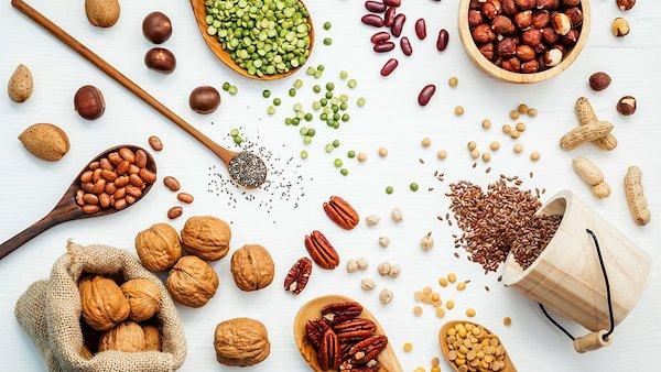 ویتامین ها و مواد غذایی موثر که می تواند باعث بهبود نتیجه کاشت مو شوند