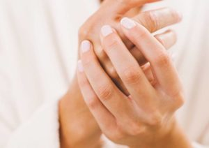 ویتامین ها و روغن هایی که می توانند به حفظ سلامت ناخن ها کمک کنند