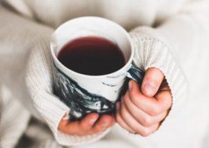 عوارض نوشیدن زیاد چای و ۹ دلیل برای اینکه مصرف آن را کاهش دهید