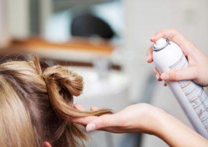 چگونه در خانه اسپری محافظ مو تهیه کنیم؟