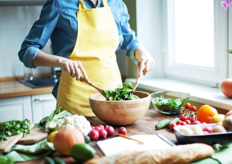 رژیم غذایی سالم به چه معناست و داشتن یک برنامه غذایی سالم چه اصولی دارد؟