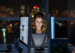 عوارض شب کاری برای سلامتی و نکاتی برای مقابله با آن ها