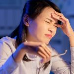سردرد ناشی از کم آبی؛ علائم، درمان، پیشگیری و نکات مهم