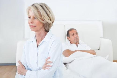 سلامت جنسی در دوران یائسگی؛ عوارض جانبی و نکات درمانی آن
