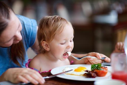 حساسیت به تخم مرغ چیست؟ علائم، دلایل و تشخیص