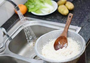 فواید آب برنج برای پوست و نحوه استفاده از آن