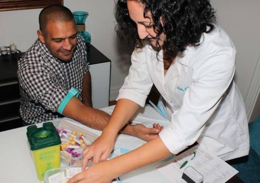 با خدمات آزمایش در منزل ، آزمایشگاه را به منزل بیاورید.