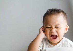 عفونت گوش میانی کودک؛ علت ها، علائم و درمان